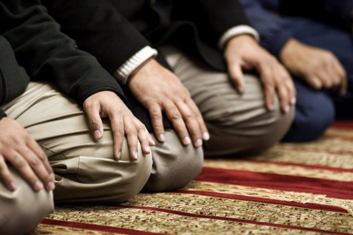 25 Ways to Attain Khushoo in Salah